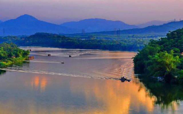 Sông Hương - địa điểm du lịch nổi tiếng ở Huế